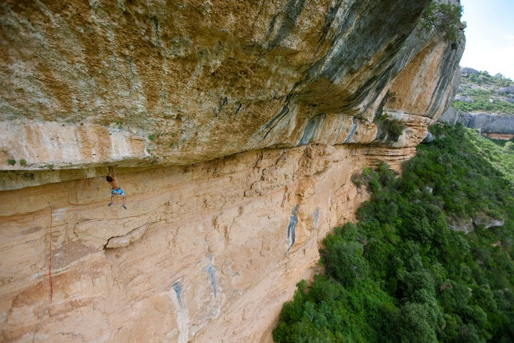Chris Sharma on La Tierra Negra, 9a/+, Margalef, Spain, 178 kb