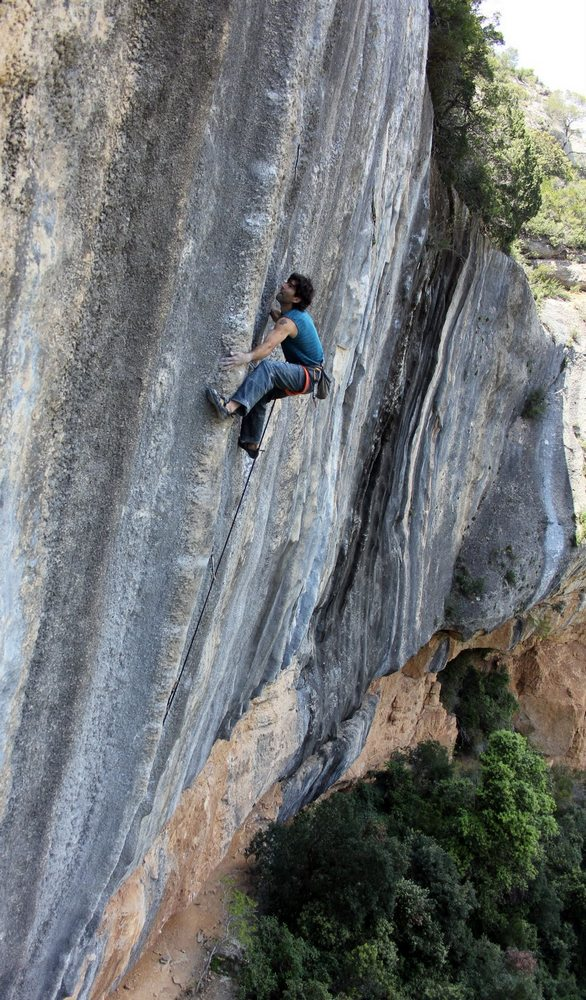 Dani Andrada on La Nevera Severa, 8c+/9a, Margalef, 174 kb