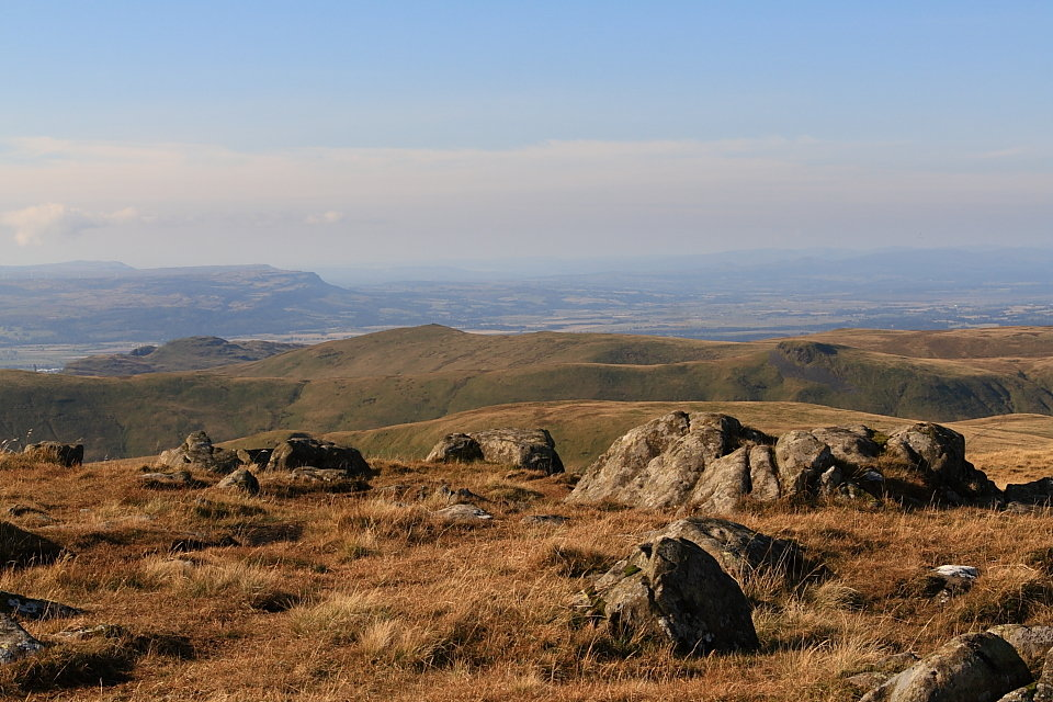 Looking west from Ben Cleuch, 148 kb