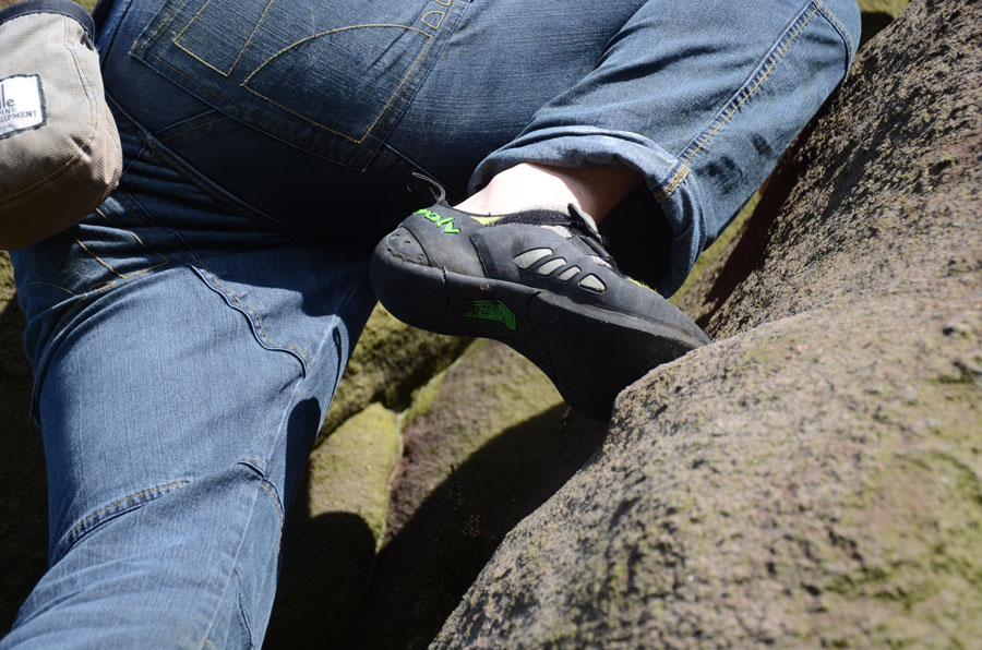 Because of the cotton-lycra mix and articulated knees, the TrangoWorld Yosemite Jeans give unrestricted movement, 141 kb