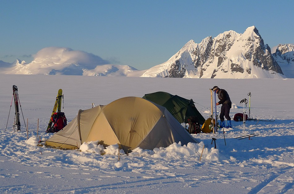 Camping on the Breguet Glacier, 173 kb