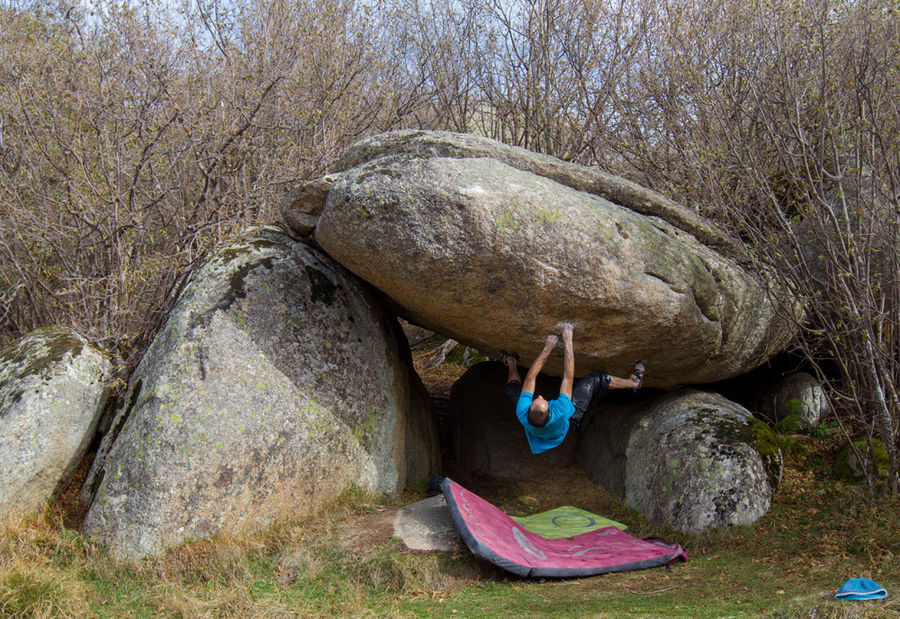 Boulder video in Targassonne, France #2, 229 kb