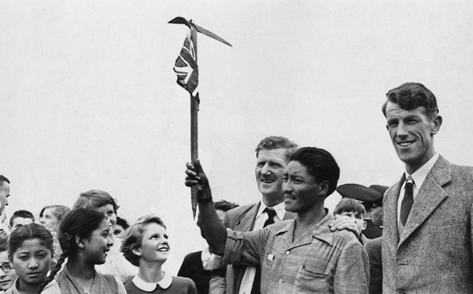 Hunt, Tenzing, Hillary at London airport (Ed Webster Collection), 68 kb