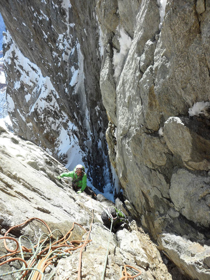 Jon Bracey in the upper fault, pulling through after a hard mixed pitch, 190 kb