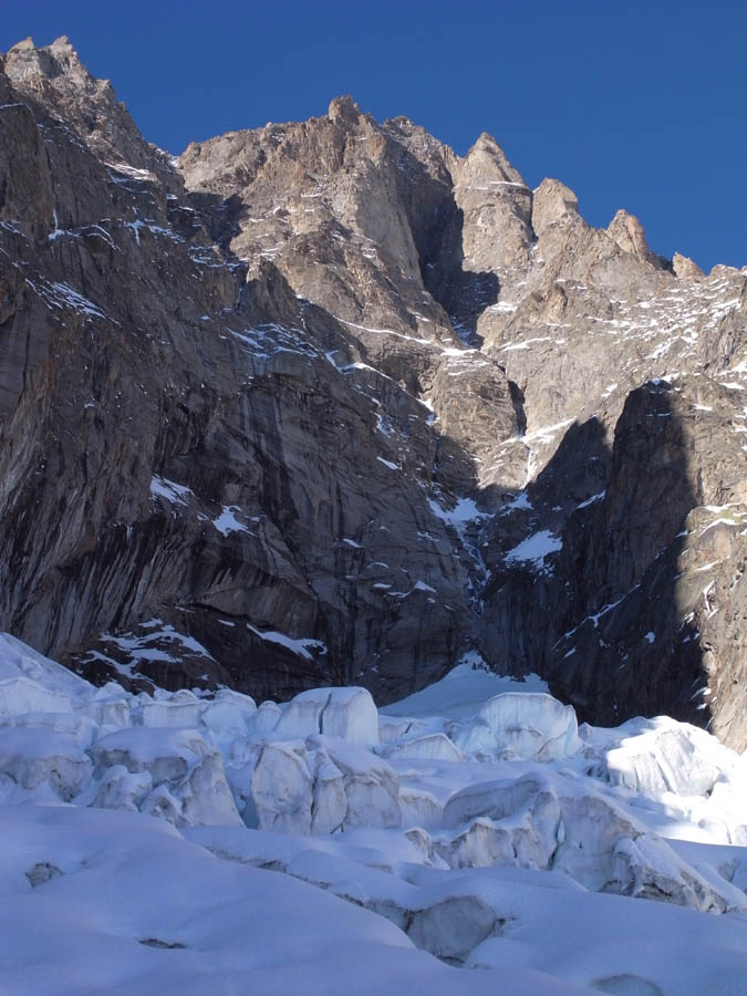 "The Pre Sac Glacier and the line of ""Plein Sud"" on the South Face of the Grandes Jorasses, 116 kb"