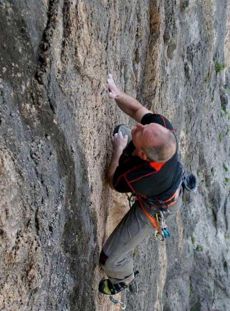 The reviewer testing the Geshido Velcros at Kalymnos, 58 kb
