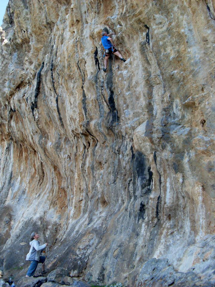 On something steeper at Kalymnos wearing the Geshido Velcros, 215 kb