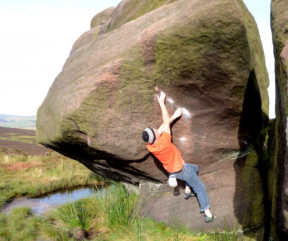 I prefered the Geshido Velcros for general bouldering, not least because they are easy to take off between problems., 98 kb