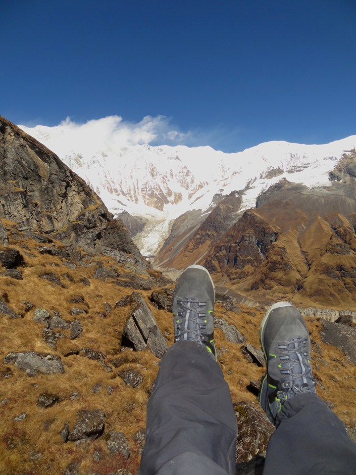 Happy feet in front of Annapurna south face, 192 kb
