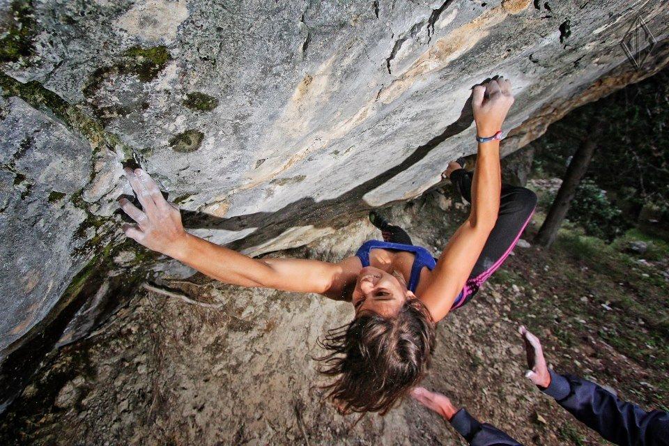 Bouldering session at Lovrinac bouldering area in Split, Dalmatia. Photo by: Luka Kivela, 195 kb