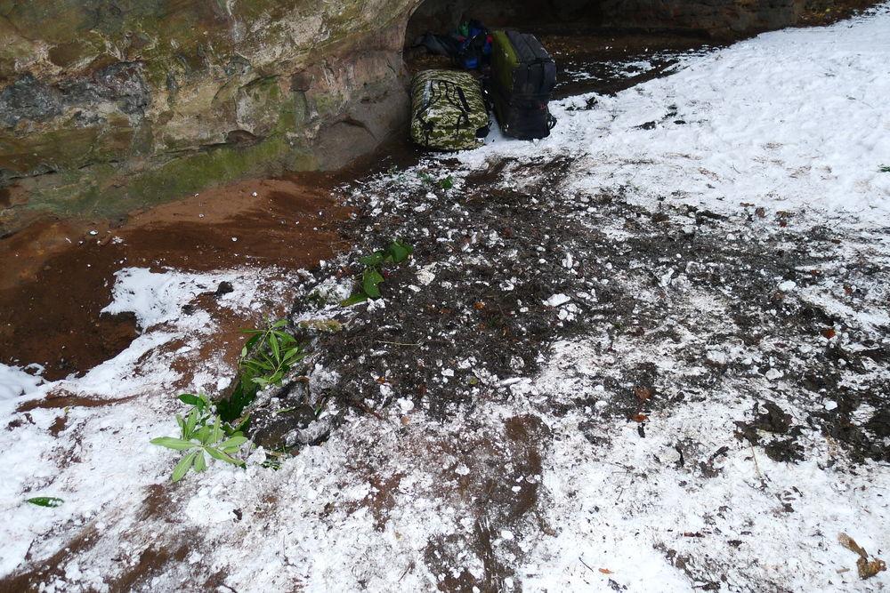 Hole below Thumbelina 3, 224 kb