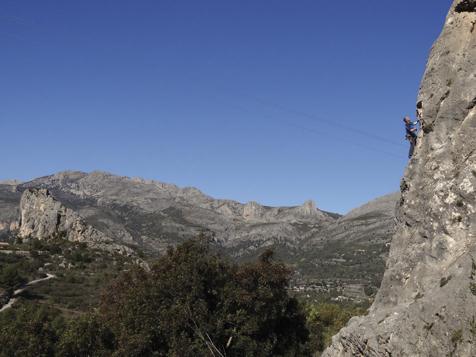 Men isc casca (5) at Guadalest from the new Costa Blanca Rockfax, 118 kb