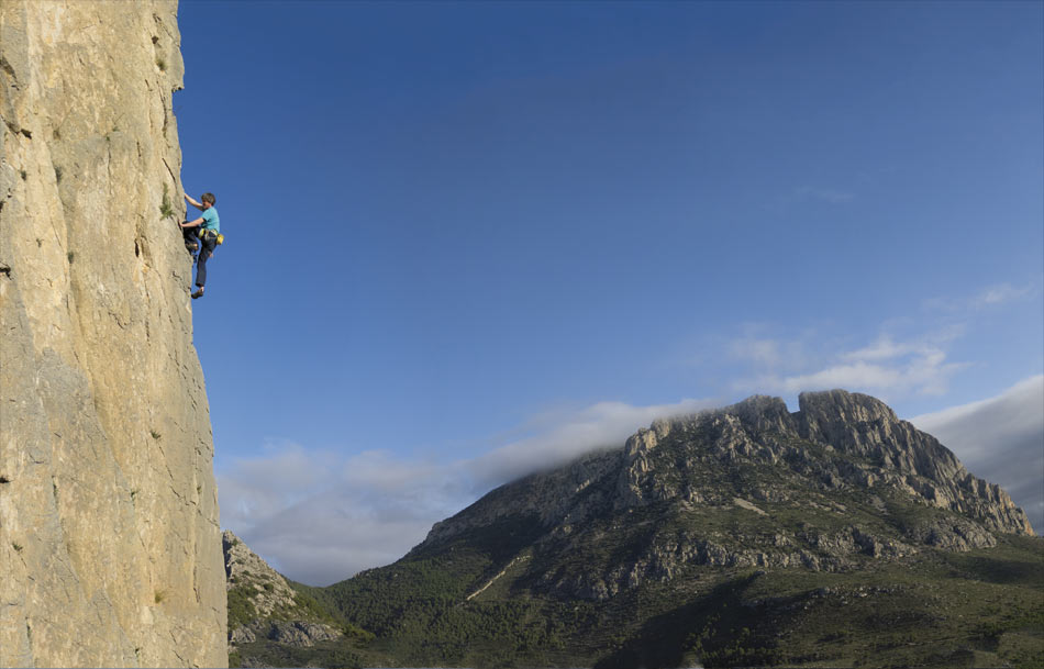 Edwards Edge (6b) at Castellets from the new Costa Blanca Rockfax, 77 kb