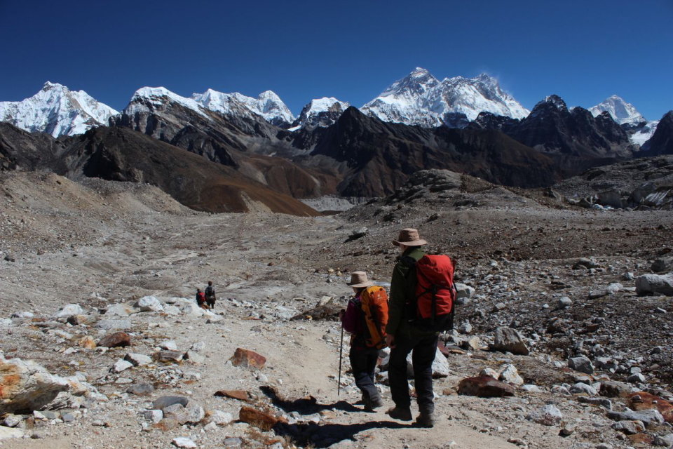 On the trail towards Everest after the Renjo La, 161 kb