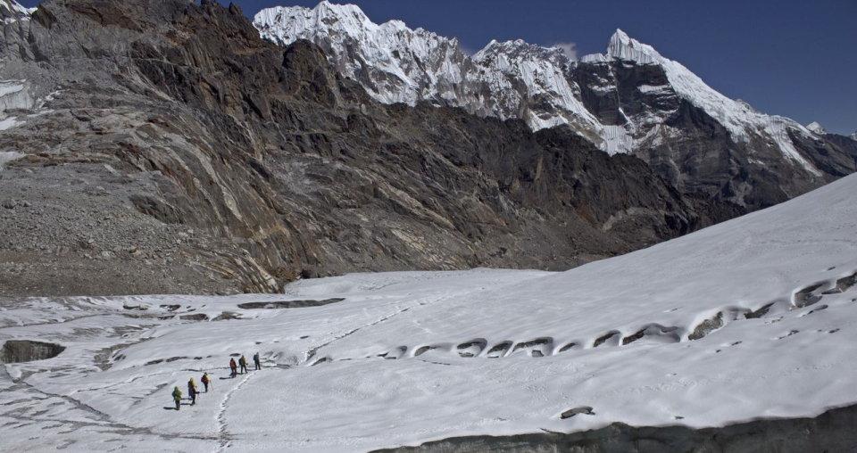 Crossing the glacier on the Cho La, 113 kb
