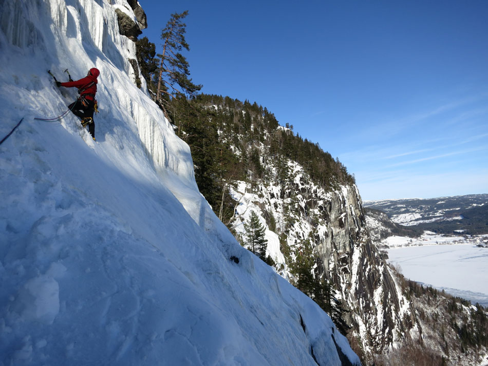 David Barlow on the Central Line on the Rysefossen (WI5) near Bygland, 158 kb