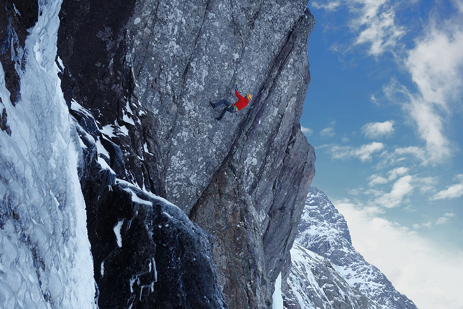 Dave MacLeod making the first ascent of White Noise, Ben Nevis, 221 kb
