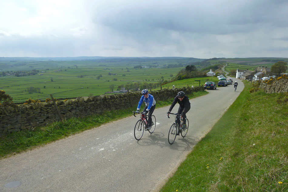 Hope Valley Monsal Dale Tour - The section along the beautiful Eyam Edge past the Barrel Inn, 145 kb