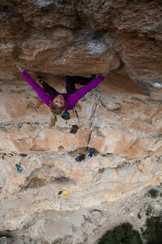 Hazel Findlay egyptianing hard to set up for the feet off jump to a good hold on Kalea Borroka 8b+, 142 kb