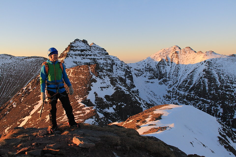Patagonia Piton Hybrid Hoody keeping out the evening breeze on An Teallach, 170 kb