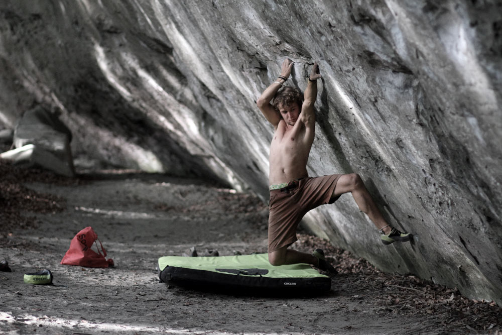 Pirmin Bertle on Minimalomania, 8C+/9A trav., Lindental, Switzerland, 128 kb