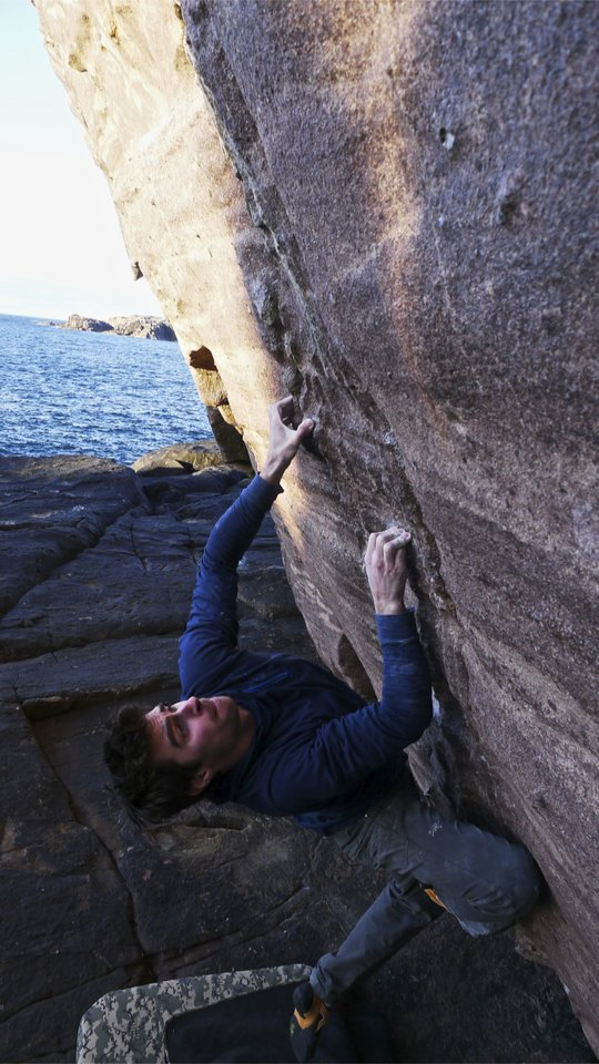 Another view of Dan Varian on Helicoidal Flow (8A+), 120 kb