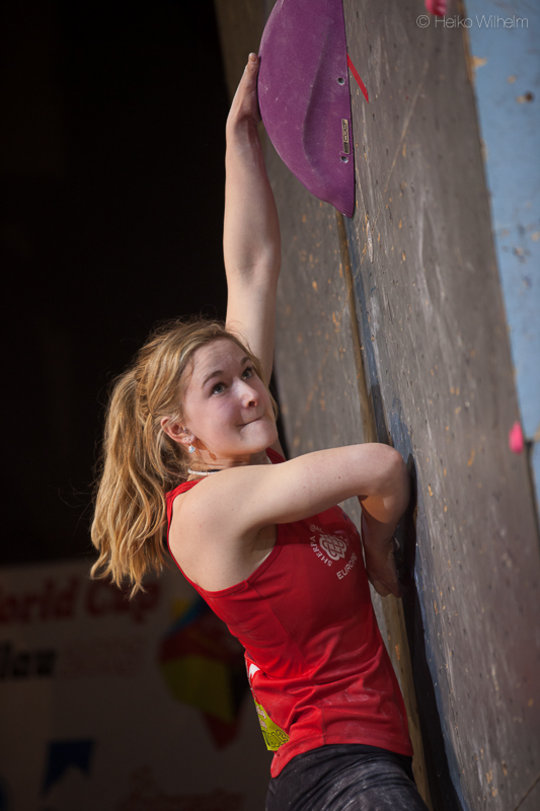 Shauna Coxsey pulling hard to secure second place at Millau, France, 88 kb