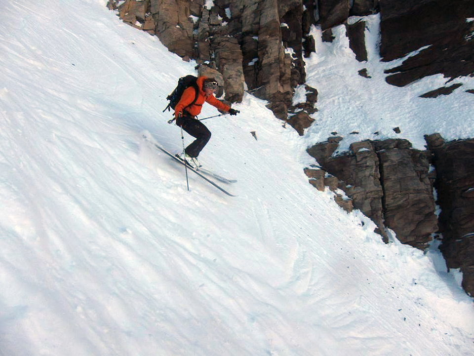 Ben O'Connor Croft does a jump turn in the Diogt Couloir, Dents du Midi, 131 kb