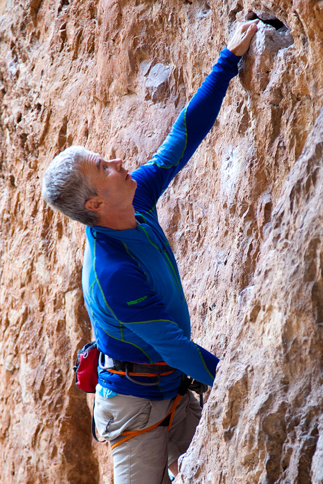Steve Long testing the Marmot Thermo Half Zip in Catalunya, Spain, 232 kb