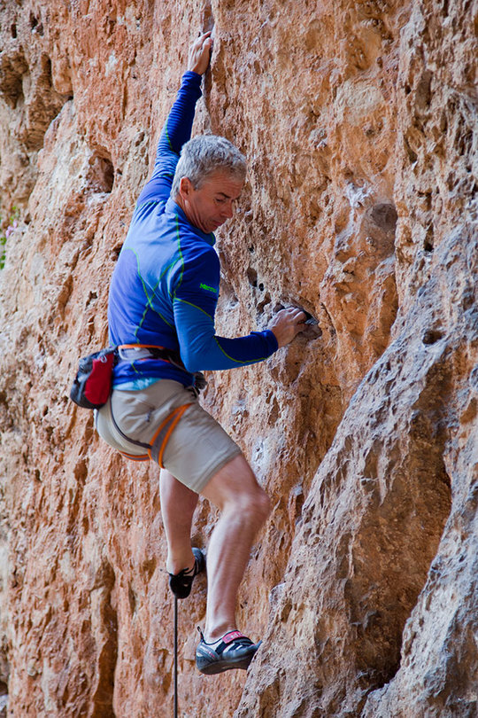 Steve Long testing the Marmot Thermo Half Zip in Catalunya, Spain, 198 kb
