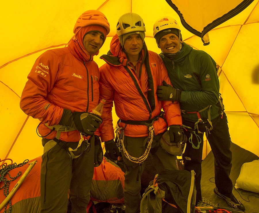 "Ueli Steck, Jon Griffith and Simone Moro at camp 2. ""We were told to put on our helmets, pack our bags, and run."", 215 kb"