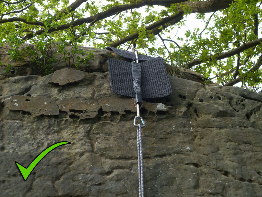 An example of a good set up. The karabiner and rope hang over the edge of the rock. , 188 kb