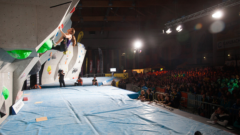 Anna Stoehr climbing to first place in Kitzbuhel, Bouldering WC 2013, 157 kb