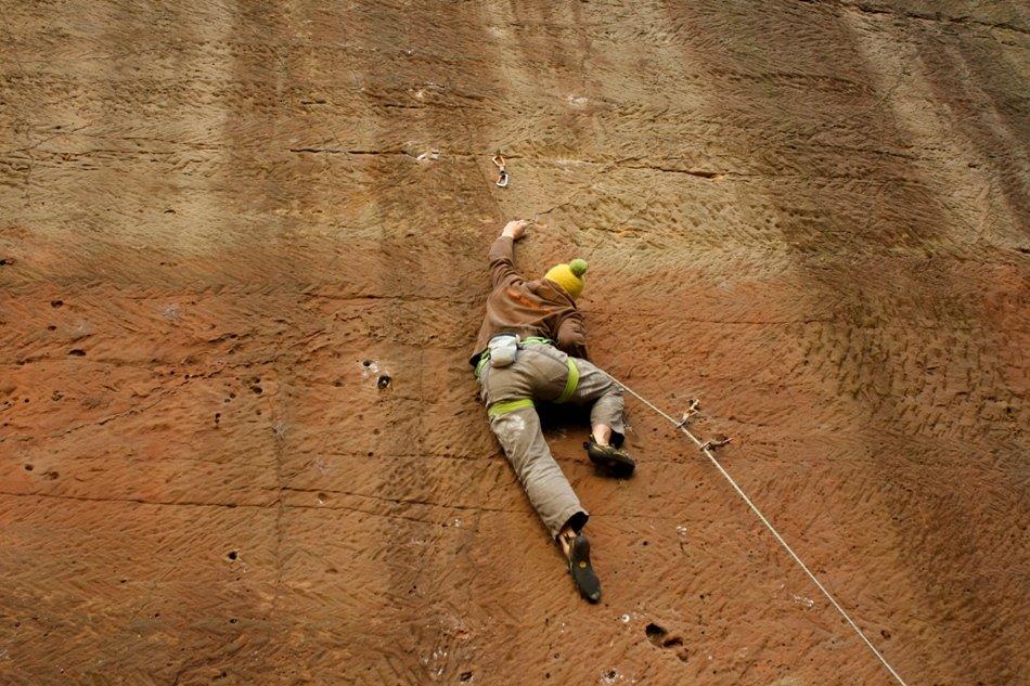 Ed Booth making the 3rd ascent of Une Jeune Fille Quatre Vingt Dix Ans, E8 6c, 171 kb