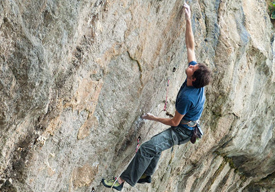 Pete Robins attempting what became his new route Pump Up The Jam (8c) Pigeon's Cave, North Wales., 88 kb