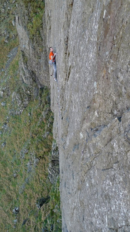 James McHaffie on the lonely wall of Margins of the Mind, E7/8 6c, 204 kb