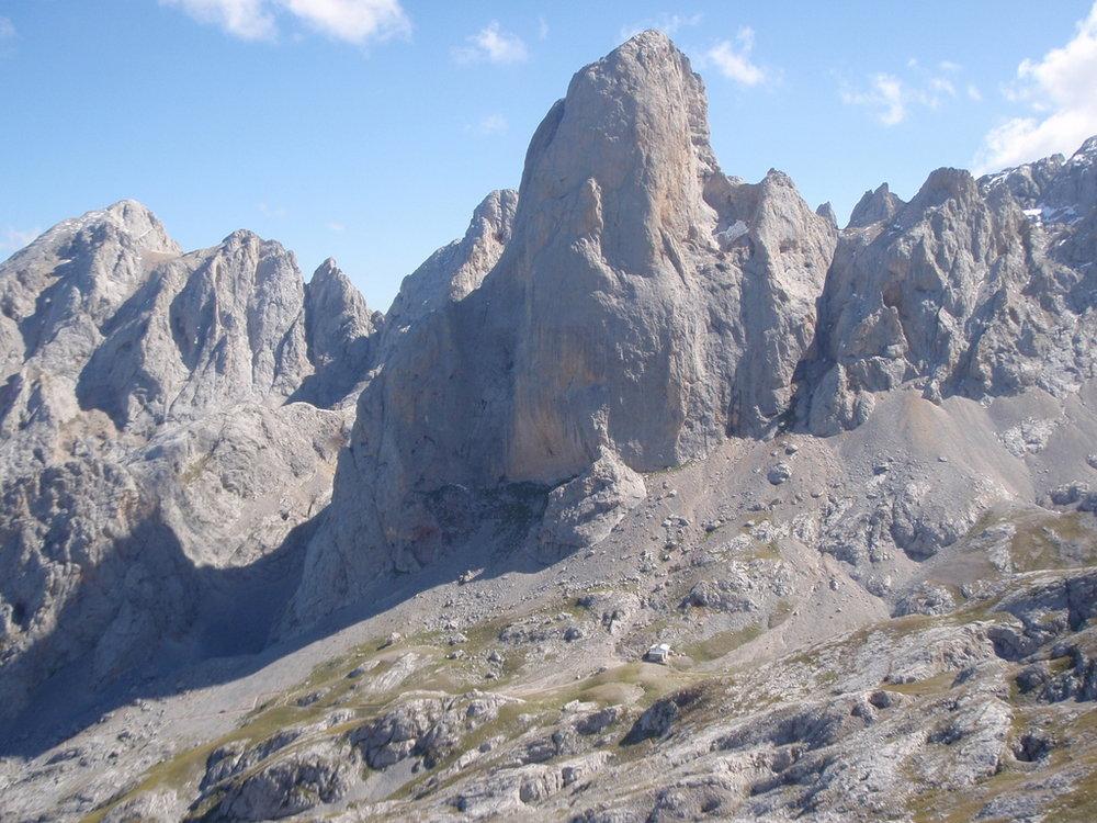 Walking in the Picos de Europa approaching the Naranja de Bulnes, 186 kb