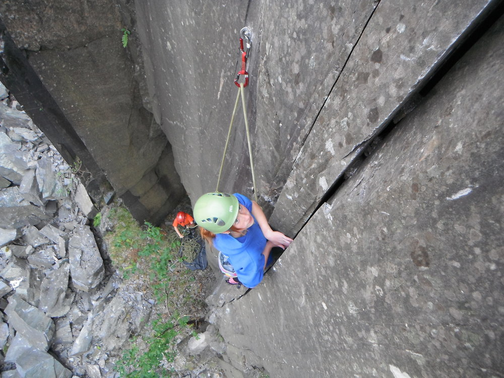 Tesni (14) leadining pitch 1 on the FA of Imagine Dragons - Twll Mawr, 190 kb