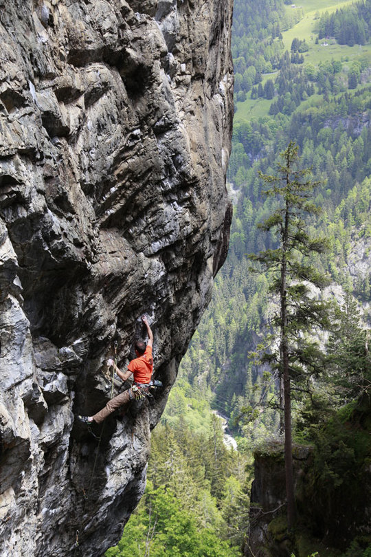 Jack Geldard on the sustained and steep 7b of Dreamer in The Gorge, 191 kb