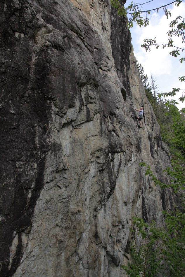 Charlie Boscoe floating up a classic of The Zone - Mise en bouche (6b), 191 kb