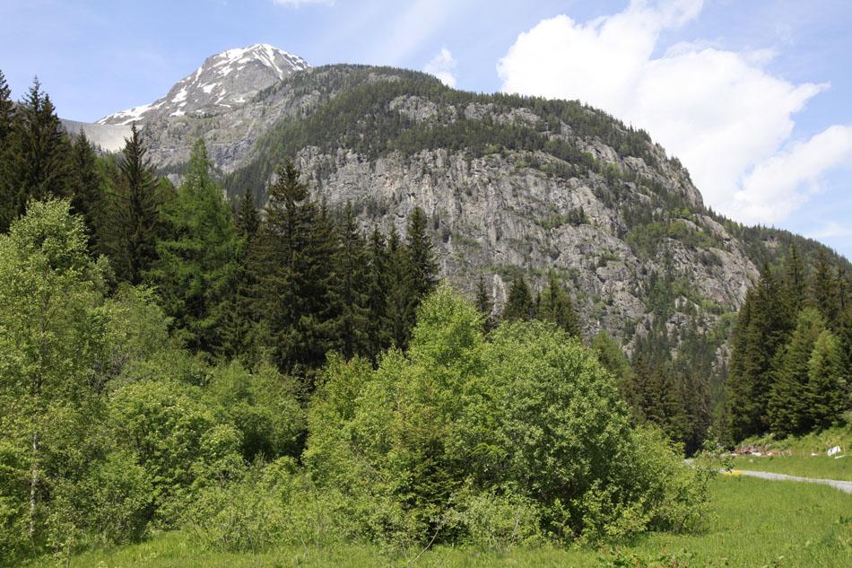 The Gietroz crags above Barberine, Vallorcine, 218 kb