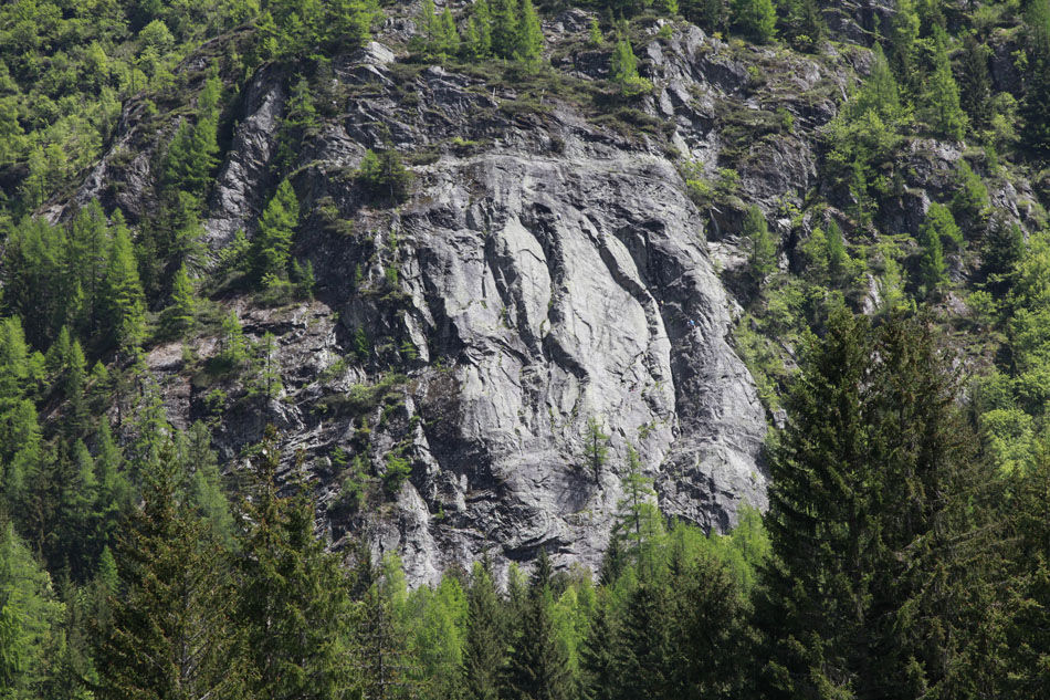 Spot the climbers! The ever popular Dalle de Vallorcine offers easy access multipitch slab climbing., 229 kb
