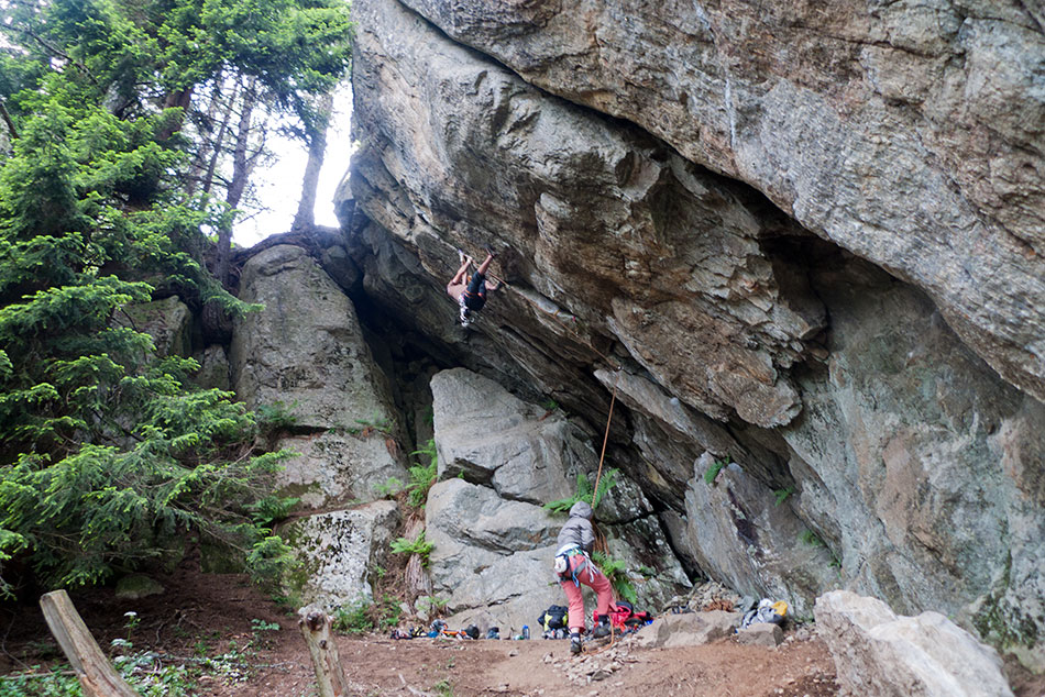 Geoff Unger on the steep 7b crack at Couteray - you can see Thai Boxing the super-hard offwidth just to the right, 237 kb