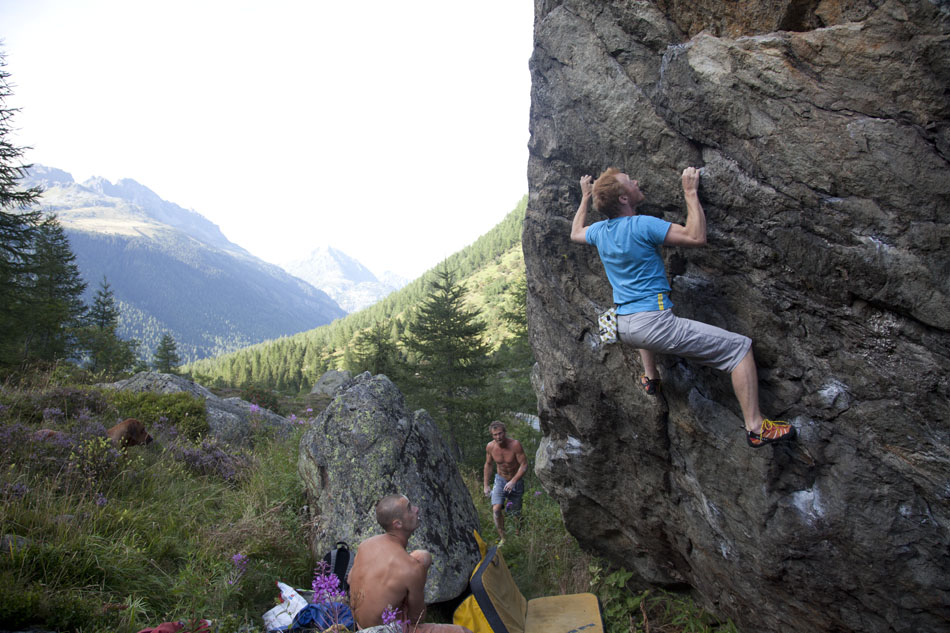 Ben O'connor-Croft bouldering at the Col du Montets, 168 kb