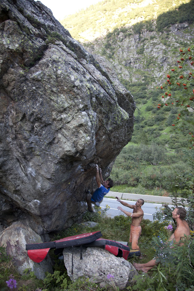 Jack Geldard bouldering at the Col du Montets, 217 kb