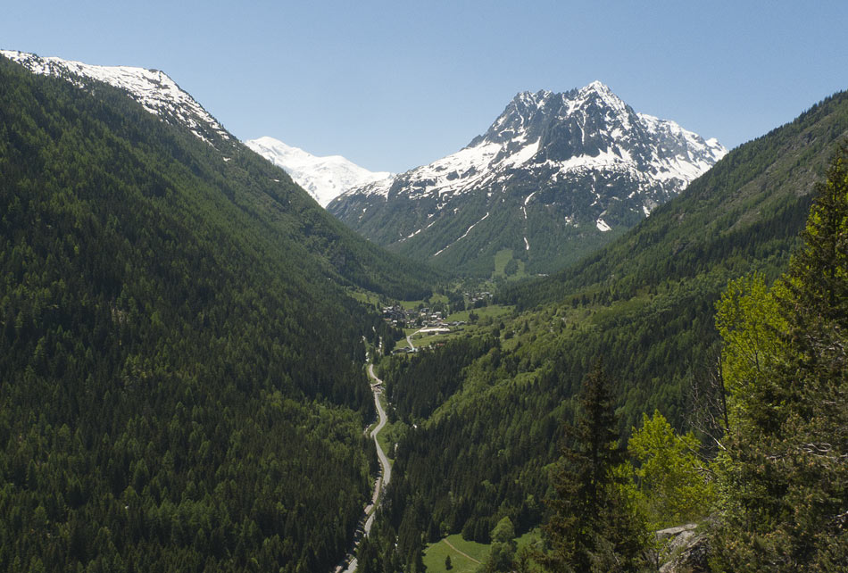 Vallorcine viewed from Barberine with Mont Blanc in the background, 141 kb