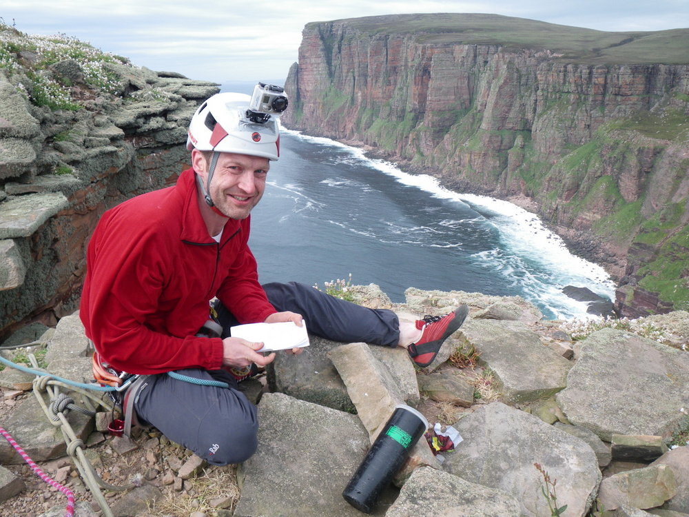 The Blind Man of Hoy - Red on the summit of the Old Man, 213 kb