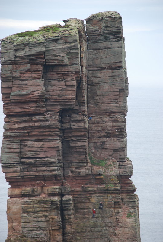 The Blind Man of Hoy - the trio in action on the Old Man, 99 kb