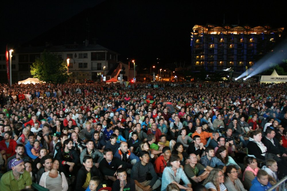 Chamonix crowd, 139 kb