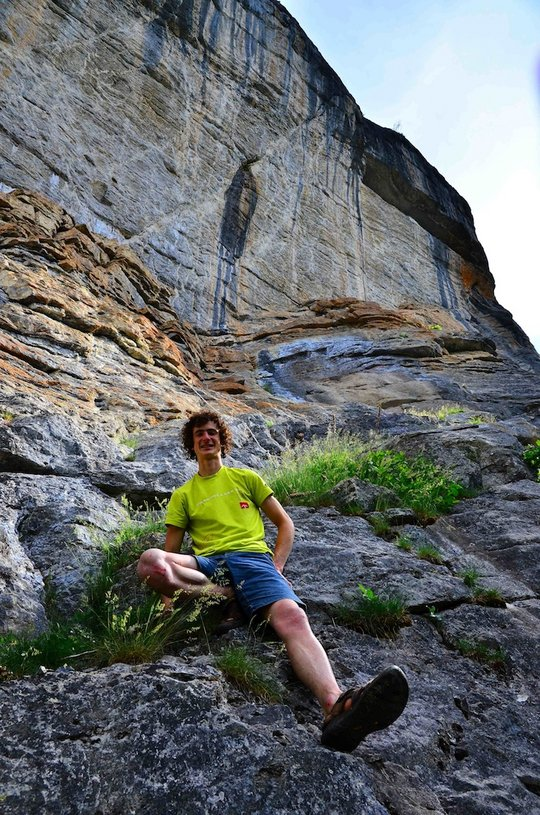 Adam Ondra with La Cabana au Canada in the background, 160 kb